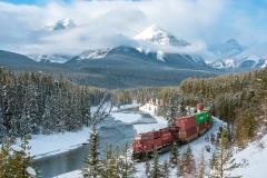 D757636-CP-Train-on-Morants-Curve-Banff-National-Park