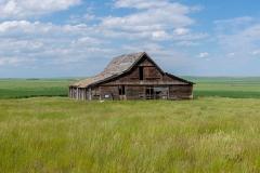 D8505093-Abandoned-Barn-near-Vulcan-Alberta
