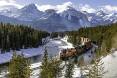 D8502364-Late-afternoon-CP-train-on-Morants-Curve-Banff-Alberta-scaled