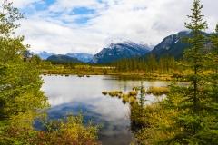 Vermilion-Lakes in full Autumn colours
